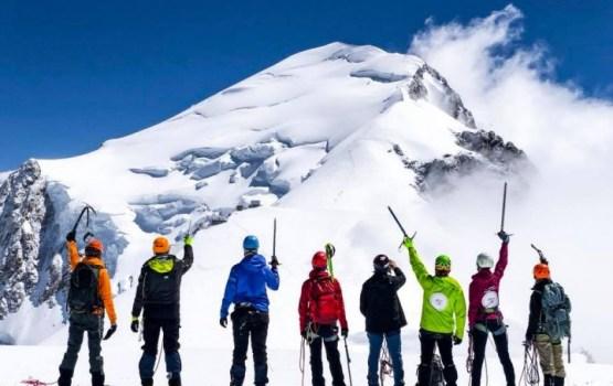 Латвийские альпинисты достигли вершины горы Монблан
