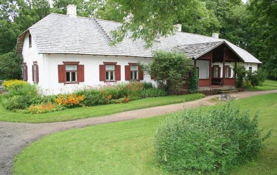 Музей Райниса «Ясмуйжа» приглашает на выставку деревянных изделий