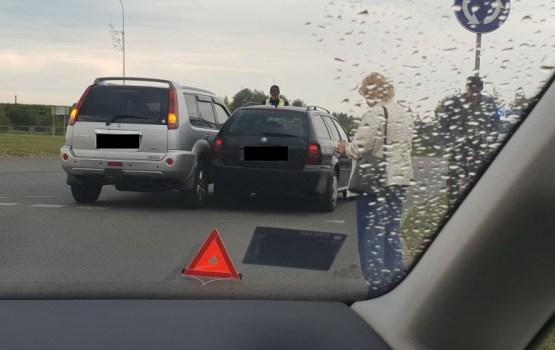 Фотофакт: авария на «первомайском» круговом перекрестке