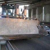 На путепроводе легковушка врезалась в трактор