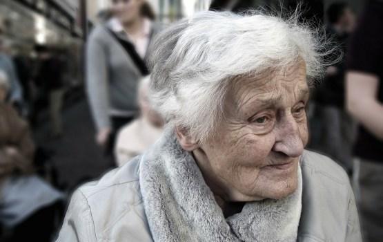 Государство оплатит некоторым пенсионерам установку зубных протезов