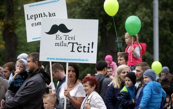 День отца планируют отметить 24% жителей Латвии