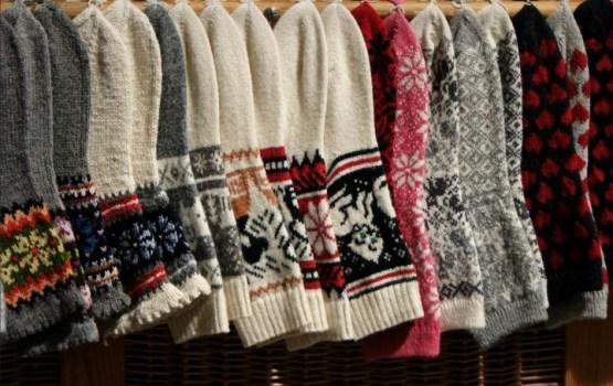 Латвийцы связали 118 пар узорчатых носков для папы римского