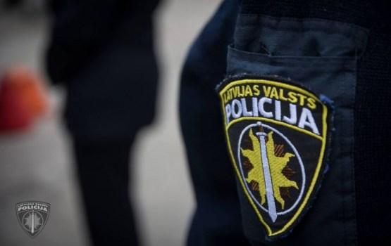 В Риге мужчина с ножом напал на спецназовца