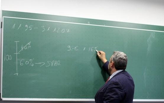 Минимальная зарплата учителей повышена до 710 евро