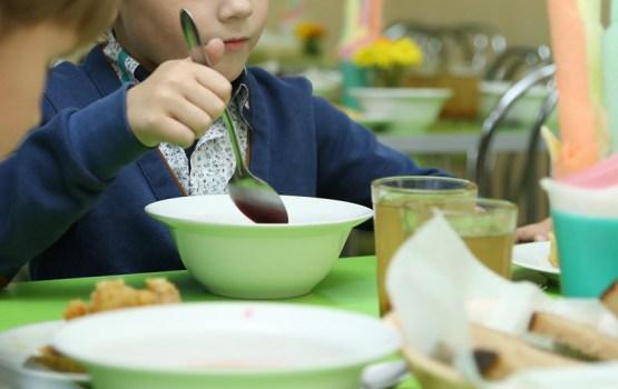 В детских садах Латвии урезали норму калорийности блюд