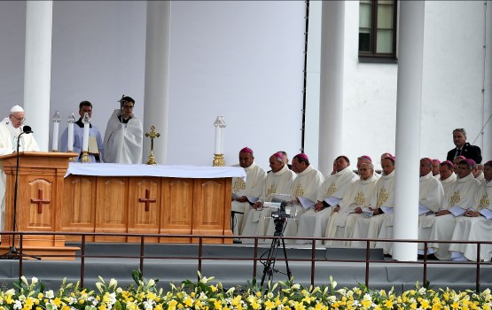 Папа Франциск призвал заботиться о близких и принимать других людей