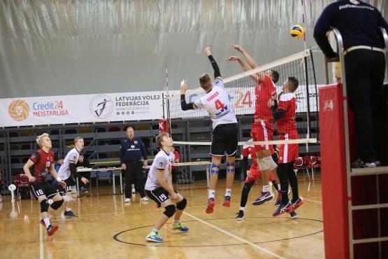 Волейбол: поражение в пяти сетах