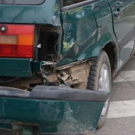 Фотофакт: на перекрестке столкнулись грузовик и легковушка