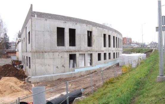 На стройплощадке школы Saules заканчиваются бетонные работы