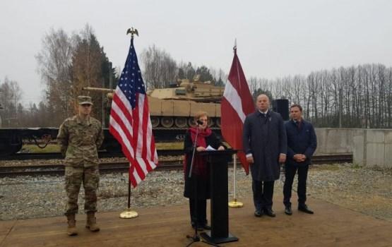Американцы открыли в Гаркалне железнодорожную переправу для танков
