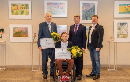 Призеру Чемпионата по фехтованию Дмитрию Валайнису вручили награду