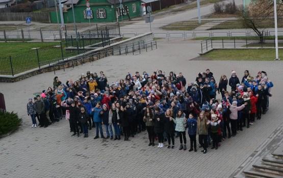 «Латвии – 100»: 13 средняя школа присоединилась к флешмобу