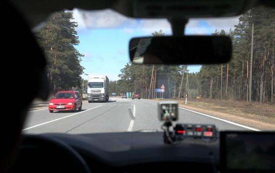 Полиция продолжает усиленные проверки на автодорогах