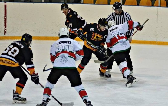 Даугавпилсские хоккеисты разгромили аутсайдера