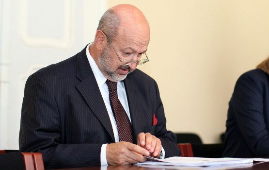 Комиссар ОБСЕ поддержал инициативу Вейониса о детях неграждан
