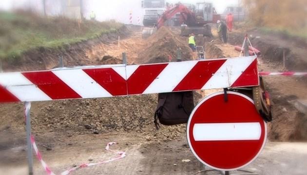 В районе строительства путепровода изменена организация движения автотранспорта
