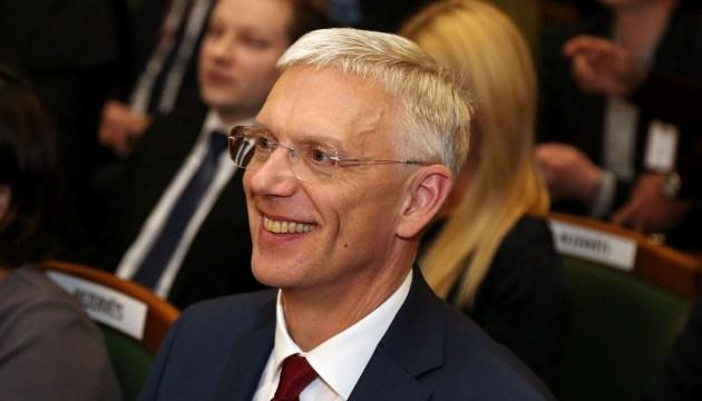 Сейм отклонил запрос оппозиции об отставке Кариньша