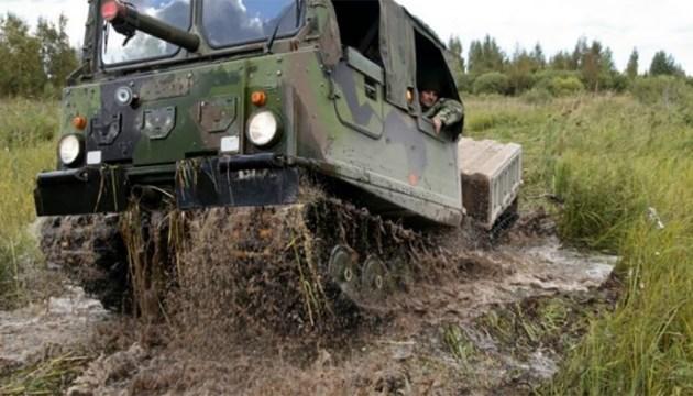 Вездеходы латвийской армии будут чинить специалисты из Эстонии
