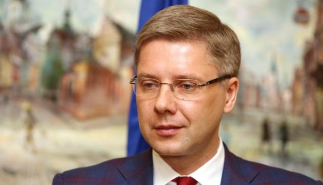 «Неугодный» Ушаков или борьба с коррупцией? Версии увольнения мэра Риги в Латвии и России
