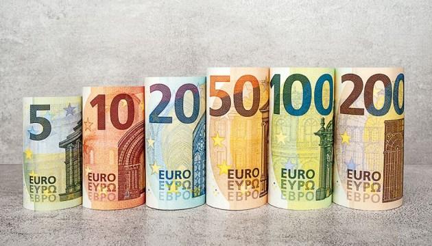 В обращение выпущены новые банкноты по 100 и 200 евро (ВИДЕО)