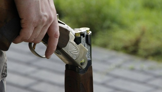 В Курземе охотник во время ссоры ранил жену и покончил жизнь самоубийством