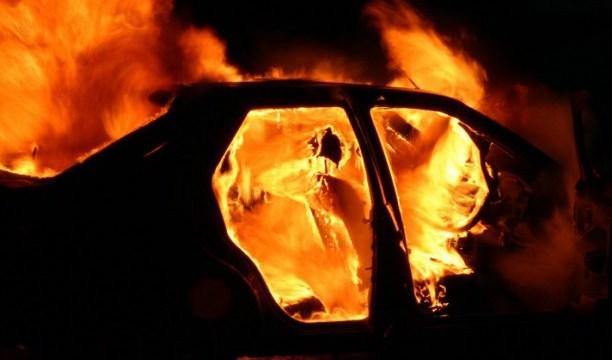На улице Тукума сгорело два автомобиля