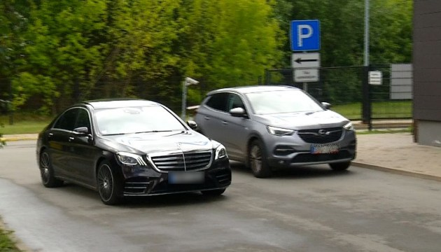 Красивый выход! Броку из изолятора забрал Mercedes стоимостью 140 тысяч евро