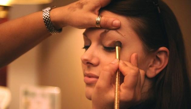 Опрос: латвийцы рискуют здоровьем, используя услуги инвазивной косметологии на дому