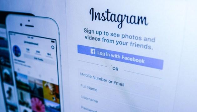 В Instagram можно будет отмечать фейковый контент