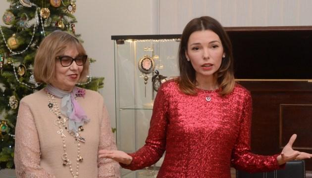 Сохранить уходящую натуру: «рождественское сияние» Александры и Тамары Чудновских
