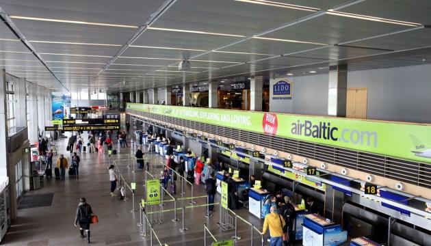 """Аэропорт """"Рига"""" предупредил пассажиров об отмене европейских авиарейсов из-за урагана"""
