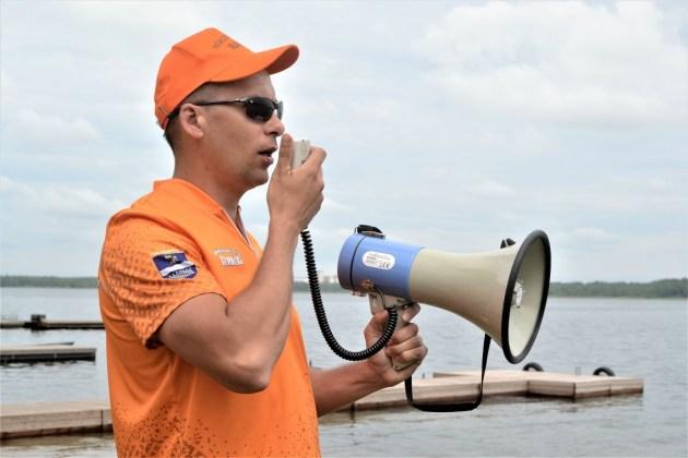 Парни в оранжевом спасают утопающих и следят за порядком