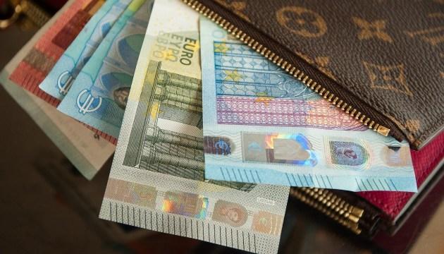 Средняя брутто-зарплата во втором квартале выросла на 3,9%