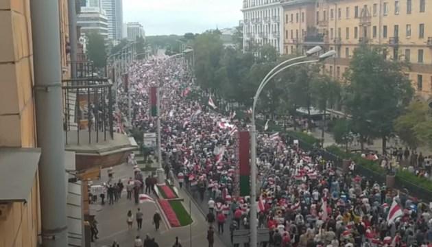 В Минске состоялся несанкционированный марш оппозиции. Число участников превысило 100 тыс. человек