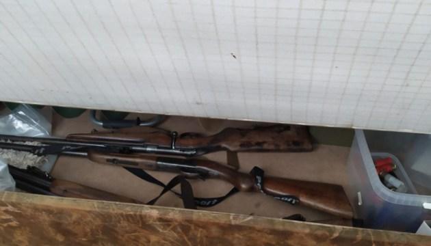 У самогонщика нашли нелегальное оружие
