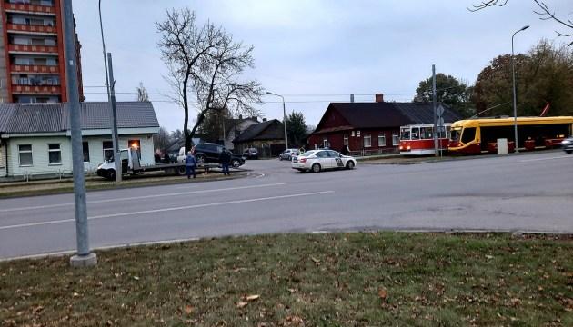 Фотофакт: авария на перекрестке ул. 18 Новембра и Добелес
