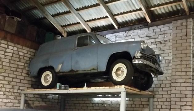 «С такой помпой гараж еще не открывался!»