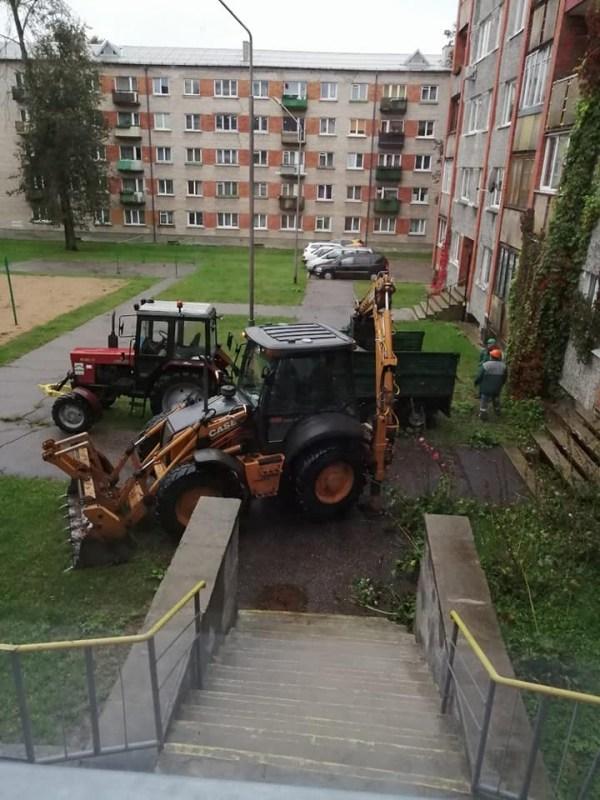 ПЖКХ продолжает мелкие ремонтные работы на улице