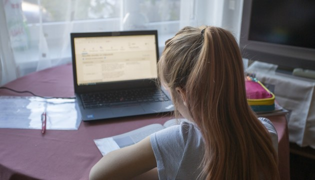 В понедельник правительство обсудит перевод 5-6 классов на удаленную учебу