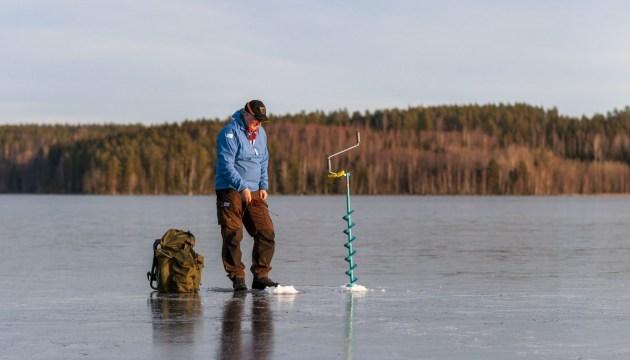 На озере пропали два человека, одного нашли мертвым