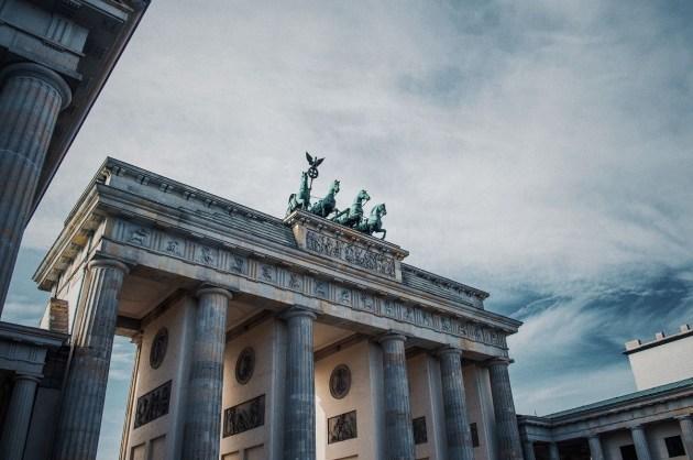 Англия и Германия – за ужесточение ограничительных мер. Папа Франциск опечален происходящим