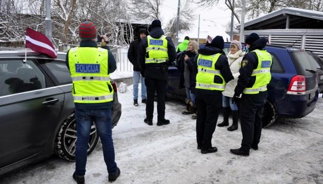 Даугавпилса достигло лишь несколько автомобилей из «Заезда свободы». Вмешалась полиция