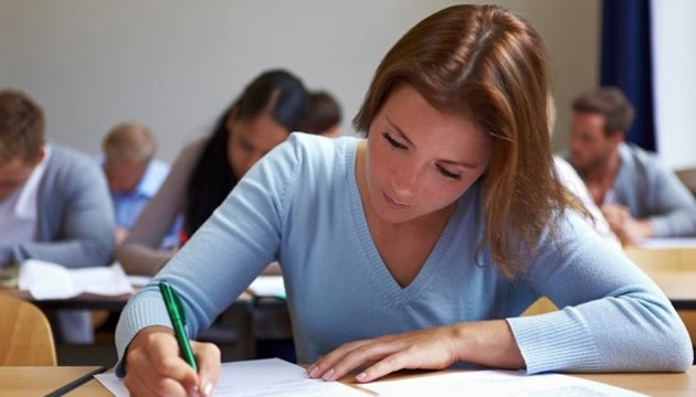 Без централизованных экзаменов? Вузы готовы принимать выпускников с годовой оценкой