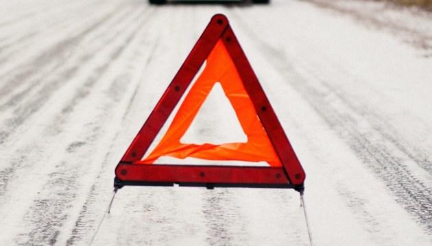 В аварии пострадал водитель и пассажирка