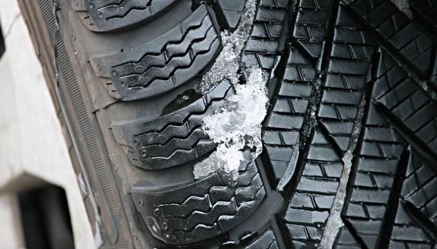 Водителям не стоит спешить со сменой зимних покрышек: призывает полиция
