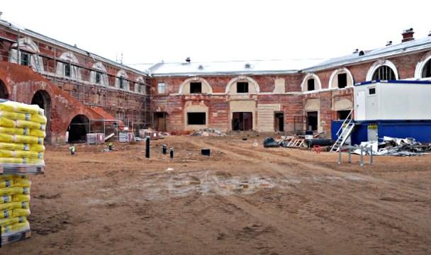 Завершить строительные работы на территории Инженерного арсенала планируют к осени (ВИДЕО)