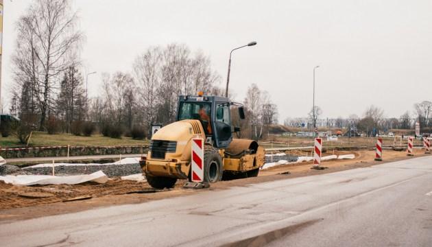 Реконструкция ул. Циетокшня: строители захватили новый участок