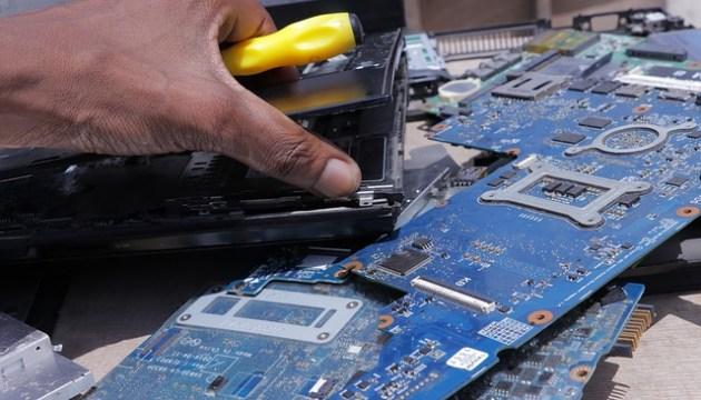 Эксперт: закон обяжет производителей гарантировать возможность ремонта электротехники в течение десяти лет