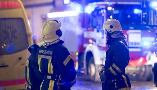 В Даугавпилсе горел старник и заброшенное здание